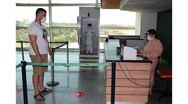 Adnan Menderes Havalimanı'nda Kovid-19 test noktası hizmete başladı