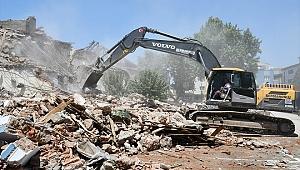 Depreme dayanıksız okullar yıkılııyor