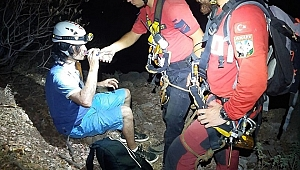 Fethiye'de kayalıklarda mahsur kalan kişi kurtarıldı