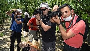 Fotoğraf tutkunları, Sultandağı'ndaki kiraz bahçelerindeki buluştu