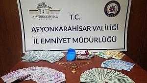 İki evden yüklü miktarda para çaldıkları öne sürülen 4 şüpheli yakalandı
