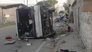 İzmir'de otomobille minibüs çarpıştı: 1 ölü, 5 yaralı