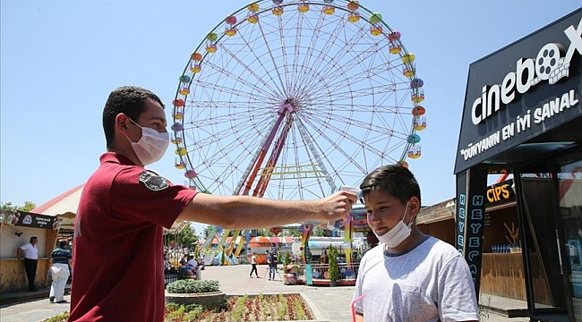 Lunapark ve tematik parklar 'kontrollü sosyal hayat' çerçevesinde açıldı
