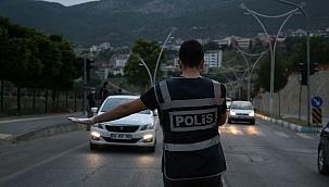 Türkiye genelinde yapılan uygulamada 3 bin 320 kişi yakalandı