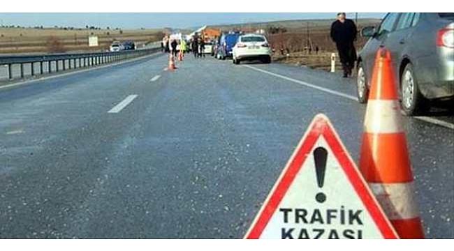 Uşak'ta bariyerlere çarpan araçtaki 3 kişi öldü,
