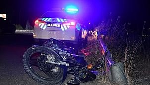 bariyerlere çarpan motosikletteki 2 kişi yaralandı