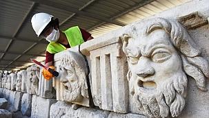 """Mitolojik masklar """"taş hastanesinde"""" restore ediliyor"""