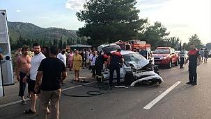 Park halindeki araçlara çarptı 4 kişi yaralandı
