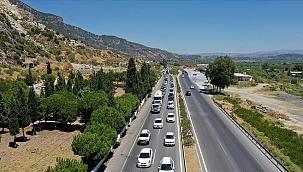 Tatilciler Aydın Söke'de 5 kilometrelik araç kuyruğu oluşturdu