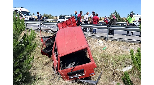 Uşak'ta otomobil bariyerlere çarptı: 1 ölü