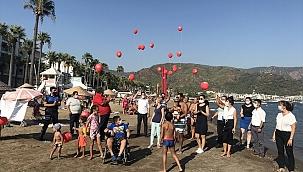 DMD hastalığı farkındalığı için plajda balon uçuruldu