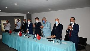 Gazeteciler'den Yunan Gazetesine alkışlı protesto