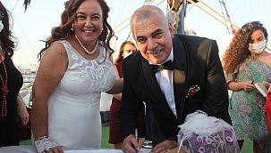 """Gençliklerinde evlenemeyen çift 29 yıl sonra """"evet"""" dedi"""