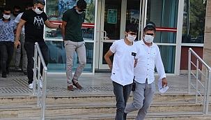 İzmir'de dolandırdılar,Manisa'da yakalandılar