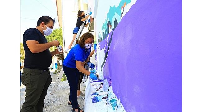 Muğla'da evlerin duvarları lavanta figürleriyle renkleniyor