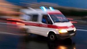 Park halindeki otomobile çarpan motosiklet sürücüsü öldü