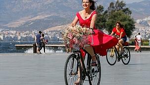 """""""Süslü Kadınlar"""" bisiklet turunu tedbirli attı"""