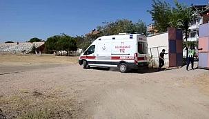 Üzerine sıcak su dökülen bebek, ambulans helikopterle İzmir'e götürüldü