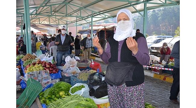 Ahilik geleneğine göre pazarcılar, tezgahlarını dua ile açıyor