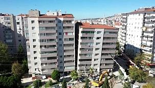 Depremde yıkılan Yılmaz Erbek Apartmanı havadan görüntülendi