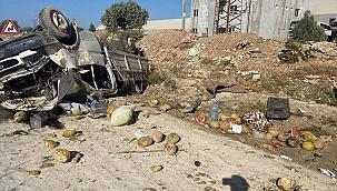 Devrilen kamyonetteki 2 kişi ağır yaralandı
