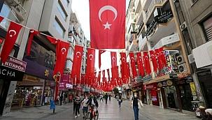 Konak, 29 Ekim Cumhuriyet Bayramı için süslendi