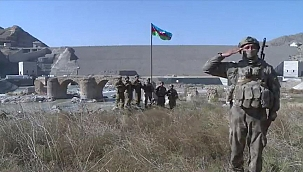 """Tarihi Hudaferin Köprüsü'ne Azerbaycan bayrağı dikildi"""