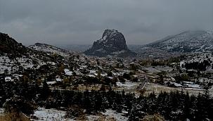 Afyonkarahisar'a mevsimin ilk karı yağdı