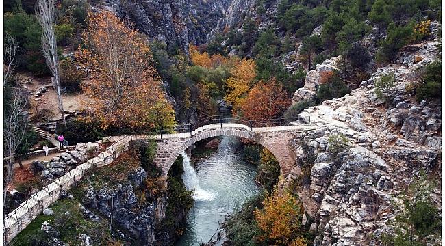 Clandras köprüsü sonbaharın renklerine büründü