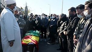 Depremde hayatını kaybeden futbolcu toprağa verildi