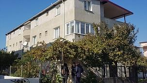 İzmir'de boğazından bıçaklanan kadın yaşamını yitirdi