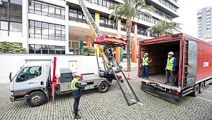 Depremde hasar alan İzmir Büyükşehir Belediyesi Ana Hizmet Binası boşaltılıyor