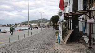 Koruma Kurulu'ndan Foça'daki kaldırım işgalinin kaldırılması kararı