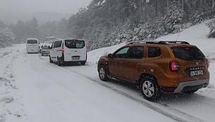 Bergama ve Kınık'ta kar nedeniyle mahsur kalan araçlar kurtarıldı