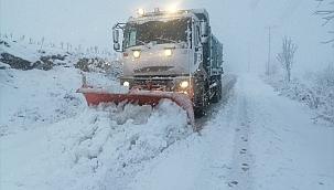Ege'de yüksek kesimlerde kar yağışı etkili oluyor