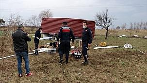 Fırtına nedeniyle savrulan prefabrik evdeki 2 kişi yaralandı
