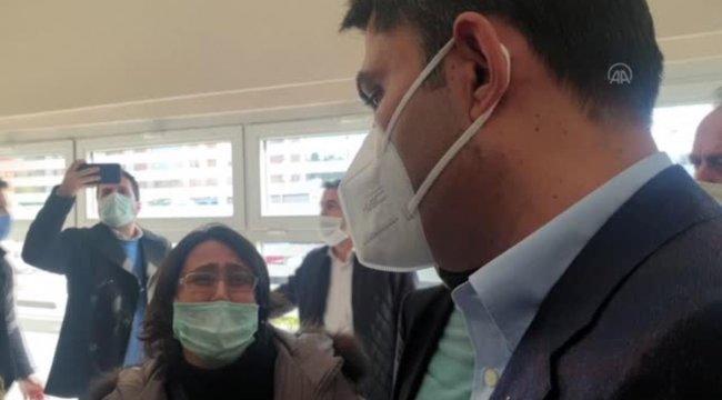 Bakan Kurum, Rıza Bey Apartmanı enkazında çocuklarını ve annelerini yitiren aileyle buluştu