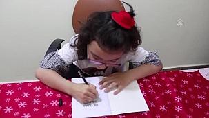 Bedensel engelli küçük kız ilk kitabını tanıttı