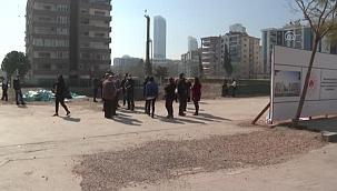 Depremde yıkılan Rıza Bey Apartmanı sakinleri ev istiyor