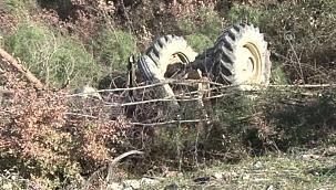 Devrilen traktördeki 2 kişi hayatını kaybetti