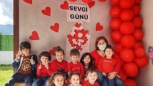 Evrensel Anaokulu'nda 'Sevgi' konusu işlendi.