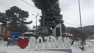 İzmir Bozdağ'da kar kalınlığı 25 santimetreye ulaştı