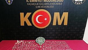 İzmir'deki kaçakçılık operasyonunda 661 parça tarihi eser ele geçirildi