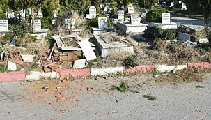 Mezar taşlarını dalgınlıkla kırmış