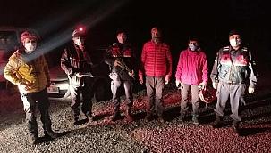 Yürüyüşe çıktıkları dağlık alanda kaybolan ikiliyi, jandarma kurtardı
