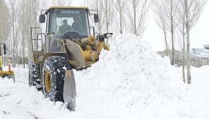 Ağrı'da kardan kapanan 102 köy yolu açıldı