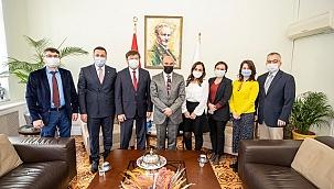 Başkan Soyer TÜRKSOY Genel Sekreteri Düsen Kaseinov'u ağırladı