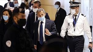 Sarkozy 3 yıl hapis cezasına çarptırıldı