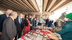 Başkan Soyer ikinci el pazarı esnafını ziyaret etti