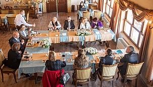 Başkan Soyer kadın belediye başkanları ile buluştu